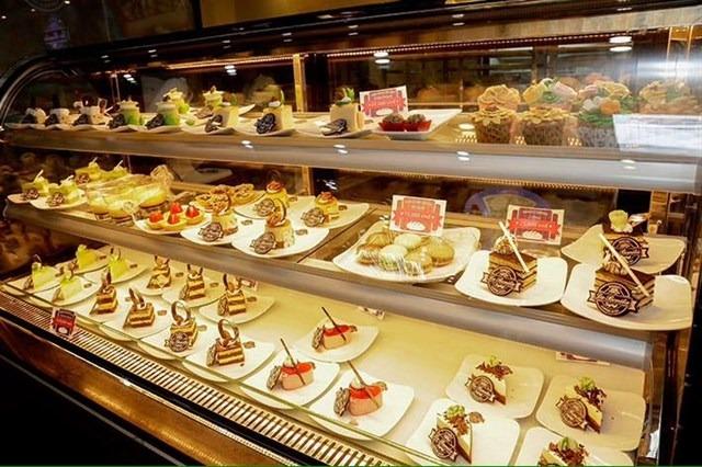 Cách dùng tủ trưng bày bánh kem sao cho hiệu quả và bền