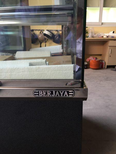 Tủ trưng bày bánh kem BERJAYA CCS09SB13-2FB