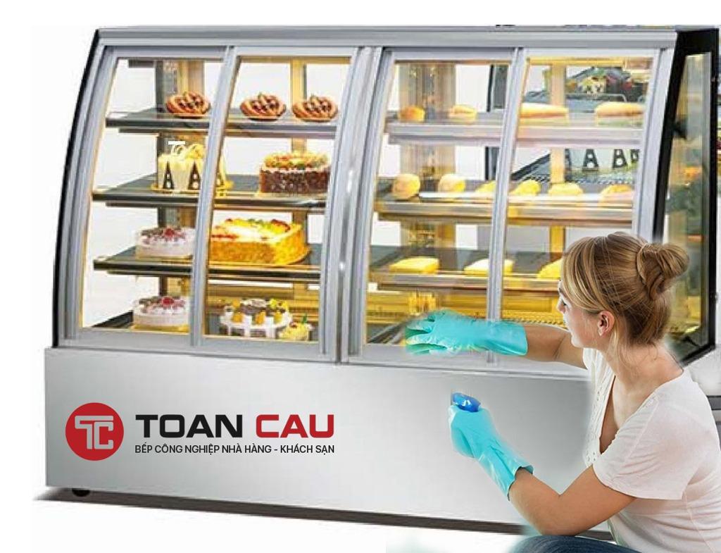 Những lưu ý khi vệ sinh tủ trưng bày bánh kem, bánh ngọt