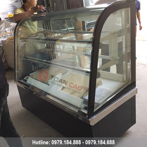 Tủ trưng bày bánh kem kính cong Berjaya 1m2 CCS12SB13-2FB đẹp